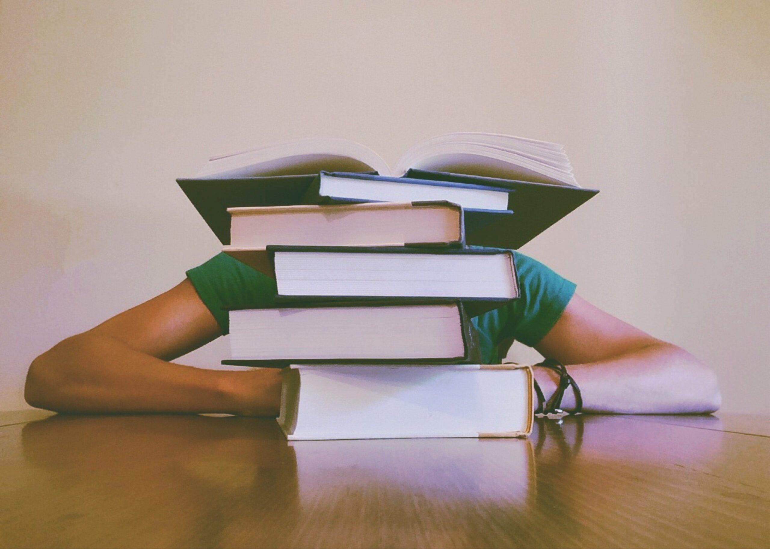 Kuinka tärkeää nukkuminen on oppimisessa? (+6 vinkkiä unen laadun parantamiseen)